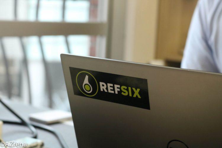 REFSIXのステッカー